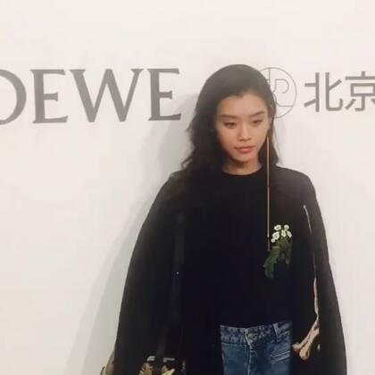 奚梦瑶亮相Loewe 限时店开幕,小明一身休闲装,期待健身成果哦~