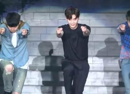 #在韩国超火的视频#哇,李钟硕的《NEW FACE》舞蹈版本,真的很少见李钟硕跳舞的视频,赶紧收藏起来😂😂#舞蹈#