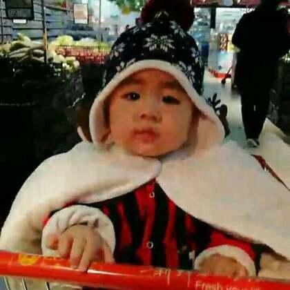 #宝宝##木木孵化记#以前总是看别人家他的宝宝坐在车子里逛超市,木木现在也可以啦~