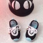 #手工#这样搭配也很不错吧😊鞋子教程美拍里有哈😊去年年底录的😊在比较前面有,喜欢的小伙伴可以翻看哦😊找到之后转发到自己的美拍,钩的时候直接到自己的美拍转发里面看就可以了😊比较方便😊#耐克毛线宝宝鞋#