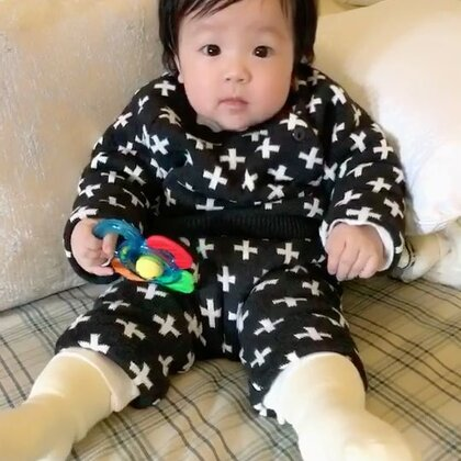太想我的伊妹了,回家就狂给她录象,我们半岁啦💓💓💓#宝宝##萌宝宝##宝宝美拍#