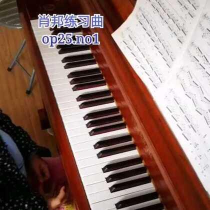 天爱六岁零两个月演奏肖邦《练习曲》op.25 no.1。先留个纪念,过两年再重新录!#音乐##钢琴##热门#@美拍小助手