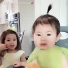 路易斯不好好吃饭,姐姐说NO、他就好委屈哦! #宝宝#