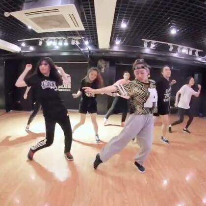 小新老师的最新课堂视频! 大家看起来吧 !😆😆😆😆@Sugar万晴心 #嘉禾舞社##舞蹈#