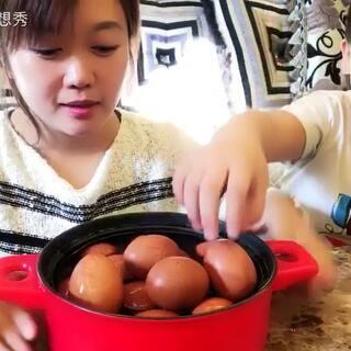 #美食##鸡蛋的n种吃法#茶叶蛋..做了几个带花的还打碎俩🙈🙈自己做好吃简单.可以早餐吃..今天的视频看着大郡郡认真的和我的对话.我咋感觉他长大了好多了..哈哈.