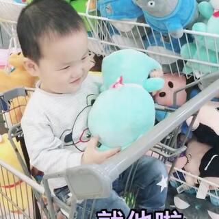 一去超市就要各种买买买、恨不得把整个超市搬回家呢#宝宝##精选##宝宝频道精选视频#你们家的宝贝是不是也这样呢😂