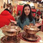 大冬天吃货小仙女抱着两口祖传大铜锅来雍和宫吃锅挑儿 ——酸汤鱼面#直播美食##大胃王挑战##美食#
