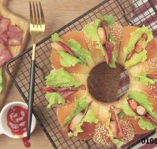 这个高U乐国际娱乐的花环汉堡,看似简单,实则很有技巧,用了中种发面法,使面包更加松软!绝对是你吃过口感最棒的汉堡!#美食##食谱##下午茶#@美拍小助手