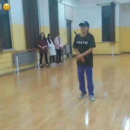 我第一次尝试编舞。《崂山道士》。编舞让我意识到了自己好多不足的地方,动作不标准,力度不到位,再努力吧。。