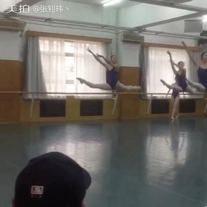 师妹威武,腿长就是不一样#舞蹈#