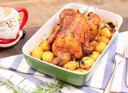 为什么感恩节烤鸡一进中国很快就被超越?看美女厨师实拍揭秘!你以为感恩节只有火鸡可以吃吗?NO,NO,NO, 涂着满满的黄油的巴伐利亚烤鸡会告诉你,什么才是真正好吃的烤鸡。圣诞节,烤鸡和黄油更配哦~#美味感恩节##美食##热门#