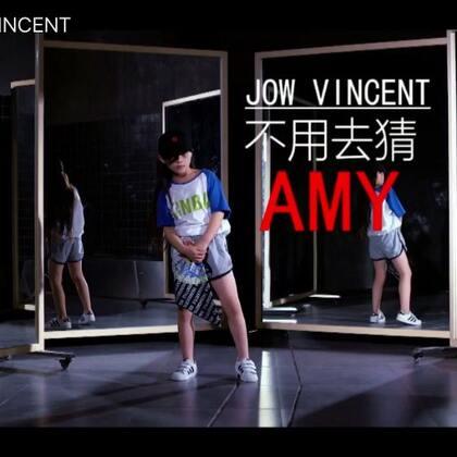 小Amy@Sinostage舞邦-Amy 跳这一段编舞非常Cool,收录在我的美拍,她9⃣️岁就知道自己非常爱跳舞,虽然也会有孩子天真的一面,但更多的是知道自己要干什么而且往这个方面努力,加油Amy @SINOSTAGE舞邦 #JowVincnet#编舞 《不用去猜》#舞蹈#