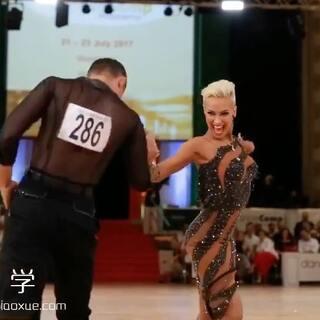 百变女王克里斯汀娜#桑巴舞#~帅气又干练!😍#舞蹈##拉丁舞#