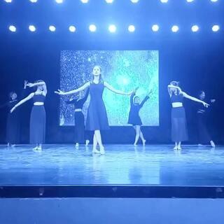 这个现代舞是上一个视频的前一段 👾有人觉得眼熟吗 🎃宝宝们点评转赞哦👍快送我上热门😺#敏雅舞蹈##舞蹈##现代舞#敏雅欧巴 快帮我转发哦👻👻
