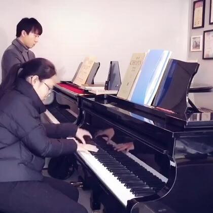 艺考生弹奏圣桑练习曲,还得好好练练啊。