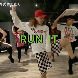 #舞蹈##洛阳舞蹈##洛阳爵士舞#乐舞秀舞蹈教练班NONO导师作品【RUN IT】大家都很酷酷的 进步都很大👏👏@舞蹈频道官方账号 @口袋舞蹈 @高nono