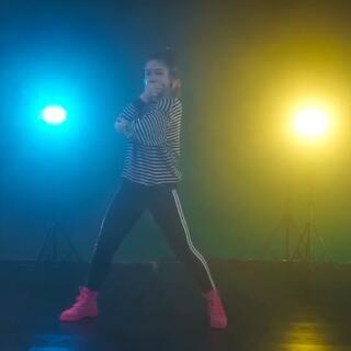 #美国红房子舞蹈#还在努力中💓很喜欢这支舞的质感和力量~希望大家喜欢@武汉SUP舞蹈工作室 @武汉SUP-dance👑 #舞蹈##欧美#