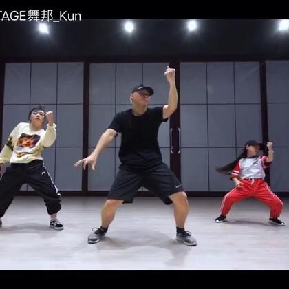 很开心看到@Sinostage舞邦-Amy 和 @SINOSTAGE舞邦_陶子 的成长 keep the hard work💪🏻@SINOSTAGE舞邦 #舞蹈#