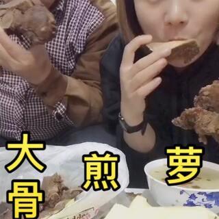 #美食@我是大馨子#我们来喽👏人多吃饭太香了,我家吧唧嘴贯穿整个视频哈哈😂#热门##吃秀#8:10分咱们U乐国际娱乐见啦