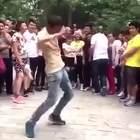 难道这就是传说中的那个什么舞。。。😂😂😂#搞笑##舞蹈#