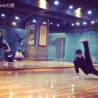 今天你练了吗?😁 我练了体能~🤷🏻♂️🤷🏻♂️ #舞蹈##街舞breaking##无运动,不生活##美拍小助手#
