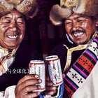 僧侣喝可乐,牧民背LV,这样的西藏你见过吗?#二更视频##西藏##我要上热门#