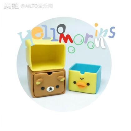 轻松熊和小黄鸭迷你收纳盒😋除了小,和真的真的没什么两样哦#手工##爱乐陶#点赞+转发+评论,明晚7点直播抽一个宝宝送材料包并互转,用到的材料有软陶泥和锡纸胶带,在http://ailto.taobao.com 有售哦👻