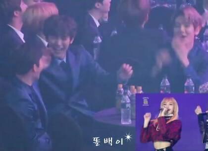 #在韩国超火的视频#EXO看BLACKPINK的《玩火》现场表演,灿烈最疯狂😂😂#反应视频#