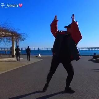 大连的海实在太美了 忍不住要留一个纪念去freestyle一把 嘿嘿 #舞蹈#