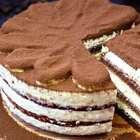 提拉米苏又名带我走 寓意幸福甜蜜 嗯我有蛋糕你们要不要跟我约会.....☺ 本视频点赞+转发+评论抽1位宝宝送视频中同款模具,具体食材用量还是在结尾哈(蛋糕胚的用量是两张胚的量,具体用几张你们自己决定哈)#美食##甜品##提拉米苏蛋糕#