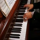 天爱爸爸讲解和弦演奏技巧,示范曲目《拉三》第一乐章华彩段!这一段音乐全部由和弦组成,气势恢宏,难度非常高。祝各位学琴的大朋友小朋友们都能取得进步,希望这个视频能帮助到大家!#音乐##钢琴##热门#@美拍小助手