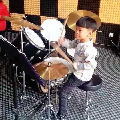 博纳星光艺术学校子涵小朋友演奏的着魔片段~#架子鼓小鼓手##张杰#