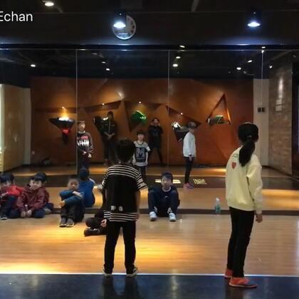 #宝宝##刘羿辰echan##少儿街舞#街舞课堂记录😘