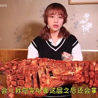 (上)大胃mini鲸吞35斤烤全羊,羊肉终结者在此!#热门##吃秀##大胃王mini#@美拍小助手