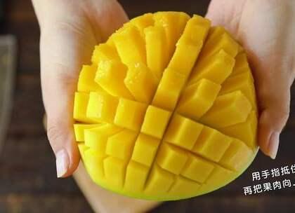 爱吃水果,但切水果又很麻烦,特别是在大冬天里,肿么破?我来教你啊#厨房小技巧##美食##厨房神器#
