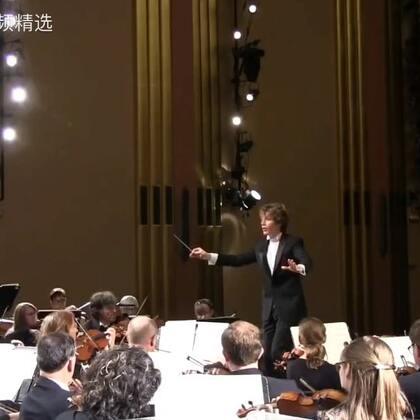 都说了不要在古典音乐会上睡觉啊!!😂 哈哈哈哈哈哈隔,发出猪叫般的笑声~😂 #外国视频精选#