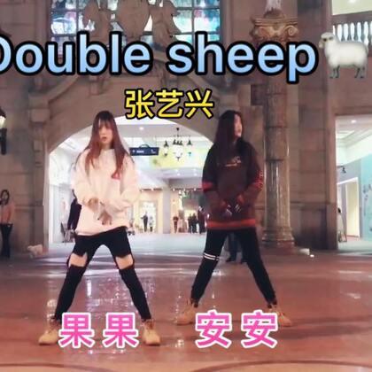 #舞蹈#许久没见 期待已久的合体🙈@菓妍菓 在路上说跳就跳 这样的感觉超爽🌚#张艺兴sheep舞##热门#