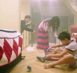 家里失火了,小明还在穿袜子#小明和他的小伙伴们##搞笑##游戏#