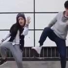 天冷了,拿这段网红兄妹#舞蹈#热身吧👌@美拍小助手 喜欢请点赞+转发 更多精彩请关注微博:一起看MV