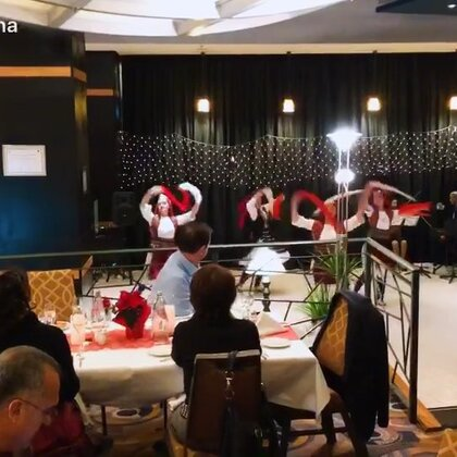 #舞蹈#享受美食的我们欣赏阿尔巴尼亚民族舞😄💃💃