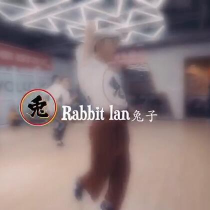 大师集结Vol.3 来自The Fame Dance的Waacking兔子&大杭老师!兔子老师@Fame兔子lantu 课堂视频!音乐🎵《What Is Love》-Black Box 感谢两位老师的倾力付出!也感谢每一位到场的Waacker!#舞蹈##waacking##我要上热门#