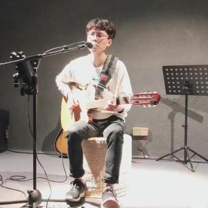歌名:#我知道你很难过#嗓子好了,唱歌贼有劲😊👻#音乐##吉他弹唱#