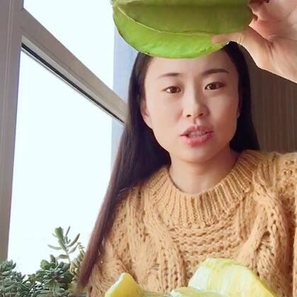 我感觉我的美拍可以做一个节目了,叫《一个女的整天在家吃吃吃》😄期待我变胖不,哈哈这么吃下去会怎样#吃秀#每个人都有自己的爱好,我的爱好之一,就是吃…杨桃很像李子,口感味道都很像,挺清凉的,我仿佛吃了一条小溪😍哈哈这比喻,太有文化了