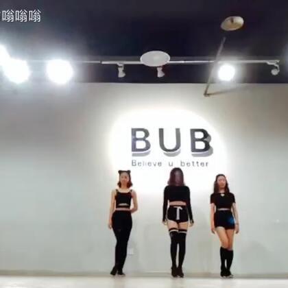 学生上课随拍的 过两天出视频。关注哟#韩舞##泫雅babe##敏雅舞蹈##音乐#