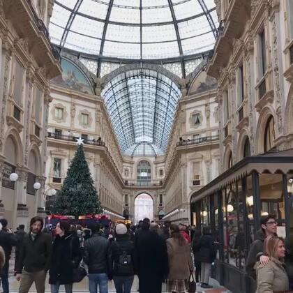 跟宝爸忙里偷闲在米兰的几天最大的感受就是,生命诚可贵,自由价更高呀!没有娃的日子甭提多嗨皮了。😛#精选##旅游##米兰#