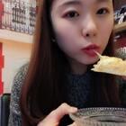 #吃秀#吃了豆乳盒子 吃了披萨 真的洋葱炸的洋葱圈 好吃哎