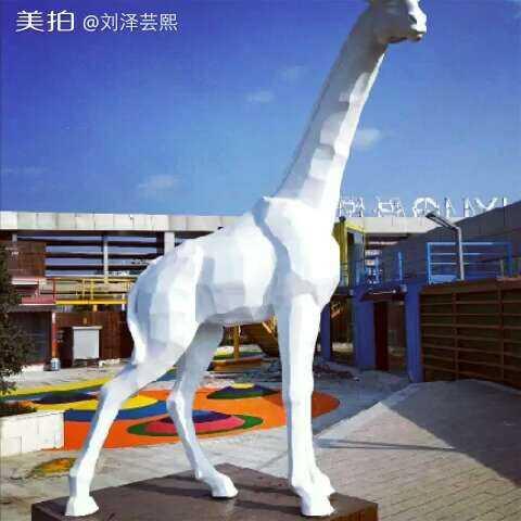几何动物雕塑#精选#招财猫长颈鹿犀牛玻璃钢彩绘雕塑