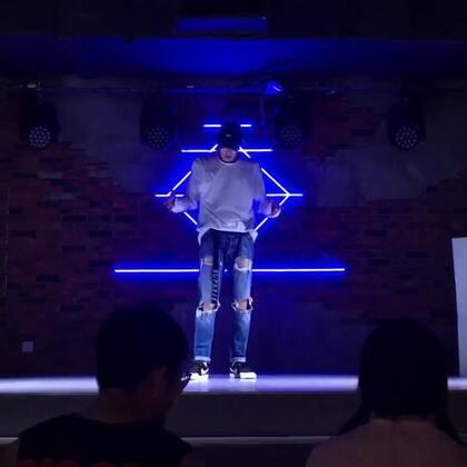 林俊杰-《Always Online》,英文歌跳腻了,所以跳了这首中文歌~#舞蹈# Popping freestyle