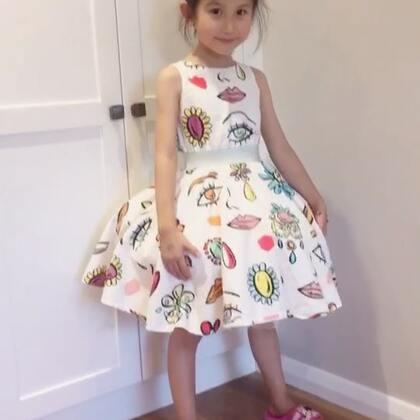她让我猜她裙子为什么会那么蓬…😂😂😂真想的出来#宝宝##糖小希#