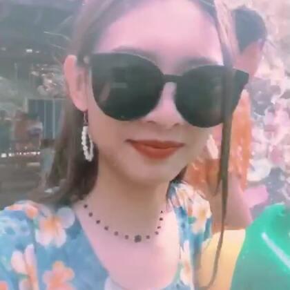 这是一个疯狂又减压的视频,大家玩得很开心啊哈哈,值得推荐可以去试试#泰国##泰国普吉岛##感受泰国泼水节#